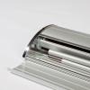 Il banner rollup e il palo possono essere comodamente riposti nella cassetta in alluminio (come da figura)